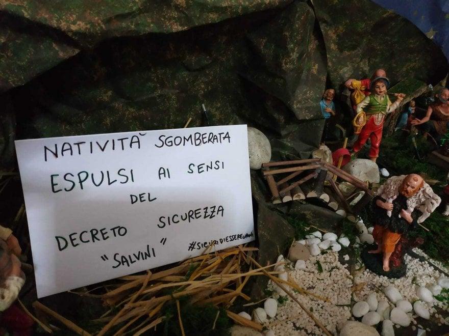 """""""Espulsi per il decreto Sicurezza"""": i presepi del Salento protestano contro il governo"""