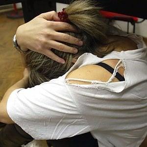 Bari, abusi sessuali sulle figlie minorenni della compagna: arrestato imprenditore 50enne