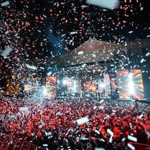"""Capodanno, il concertone di Bari è un successo. Il sindaco Decaro: """"Un 2019 senza odio"""""""