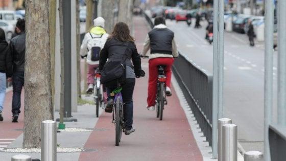 Bari, 25 euro al mese per chi va a lavoro in bici: è il primo capoluogo in Italia a rimborsare i ciclisti