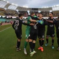 Calcio, il Bari si sveglia nella ripresa e batte il Messina (2-0) sotto