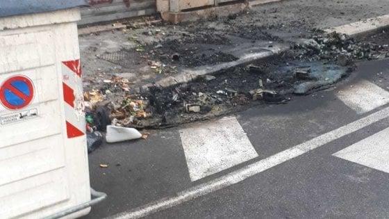 Cassonetti incendiati a Bari, il sindaco e la maggioranza sotto il fuoco