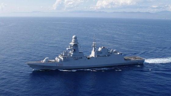 Taranto, si rompe cavo d'ormeggio della fregata della Marina militare: ferito un sottufficiale