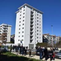 Bari, Decaro e Emiliano consegnano 36 nuove case popolari a Japigia