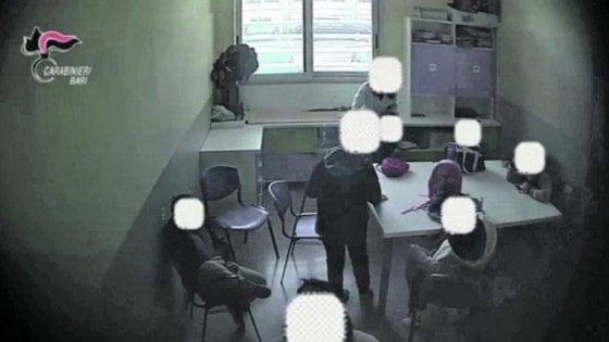 """Bari, violenze sui bambini autistici nel centro di riabilitazione: per la difesa """"tecniche educative"""""""