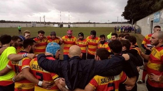 """Rugby, la squadra si qualifica ai playoff ma rinuncia a giocarli: """"Non siamo all'altezza"""""""