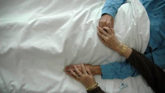Si sposa poche ore prima di morire: Diego, malato terminale,