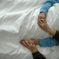 Si sposa poche ore prima di morire: Diego, malato terminale, dice sì alla