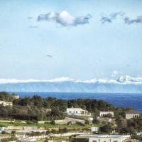 Salento, i monti dell'Albania all'orizzonte sembrano onde