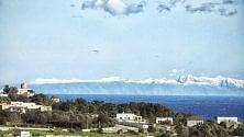 Salento, i monti albanesi  innevati sembrano onde