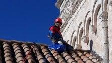 Spiderman sul tetto    della Cattedrale di Bari