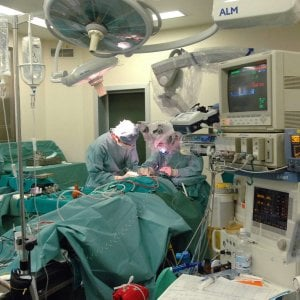Medicina, polmone asportato senza aprire il torace: a Lecce intervento su una 73enne