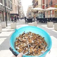 Bari, in azione contro le cicche di sigarette: volontario ne raccoglie 3mila