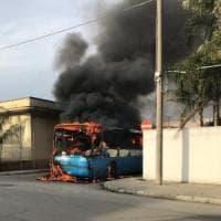 Brindisi, in fiamme il bus degli studenti: tutti in salvo. L'Stp: i bus
