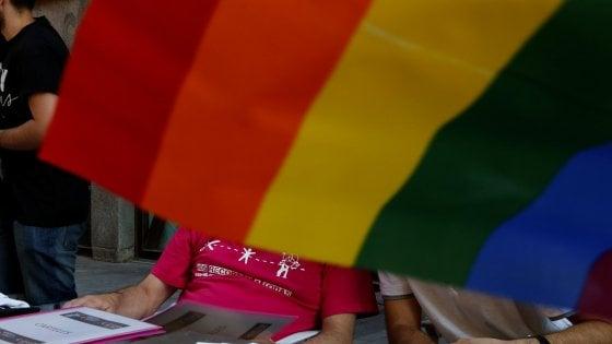 """""""Teorie gender e pornografia nelle scuole di Bari"""", ma l'opuscolo sotto accusa non è mai stato distribuito"""