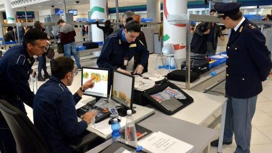 Bari, atterra in aeroporto con la valigia carica di anabolizzanti: scoperto il gestore di una palestra