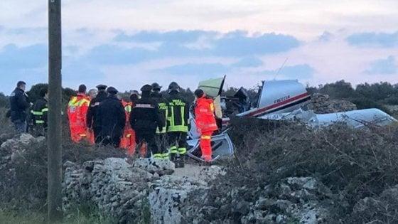 Ugento, aereo ultraleggero precipita a pochi metri dalle case: morti pilota e passeggero