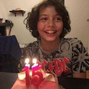 """Taranto, il padre del 15enne morto di cancro accusa: """"Per curarsi e vivere tocca andare via"""""""