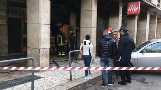 Foggia, incendio distrugge un bar: potrebbe essere il quarto attentato in 10 giorni