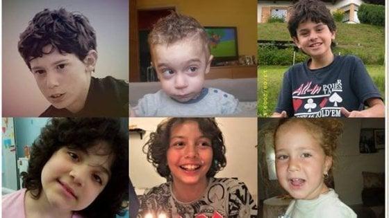 Taranto, fiaccolata per i bambini colpiti dal tumore: il manifesto con i volti di chi non c'è più