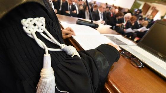 Indagini pilotate in cambio di favori e sesso, giudizio immediato per il pm e il dg dell'Asl di Lecce