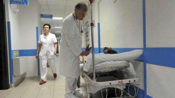 Taranto, 26enne muore di tumore: nella bara la pergamena della laurea sfumata di un soffio