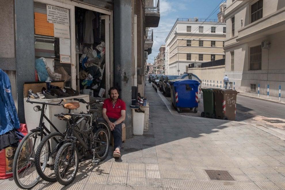 Fotografando Madonnella, volti e palazzi del quartiere in mostra a Bari