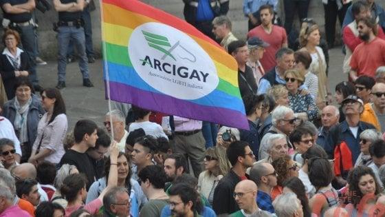 Taranto, Arcigay invitata dagli studenti per parlare di sessualità: preside blocca assemblea d'istituto