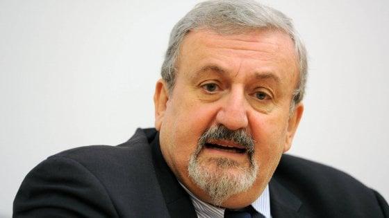 Regionali, Puglia il Pd rinvia le primarie: passo indietro di Emiliano per non spaccare il centrosinistra