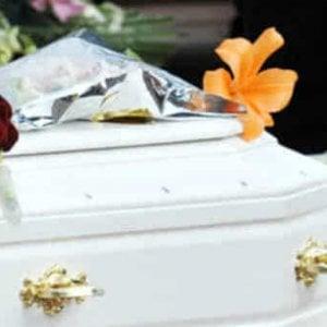 Foggia, bimbo morto strangolato mentre giocava nel garage di casa: lutto cittadino a Orsara