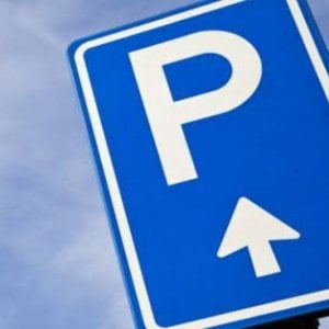 """Asl Bari, parcheggio riservato ai dirigenti. I dipendenti: """"Così la Rivoluzione Francese"""""""