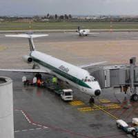 Bari, fulmine colpisce un aereo durante l'atterraggio: