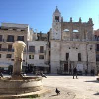 Bari, il palazzo del Sedile è velato: protetto da una rete per il restauro