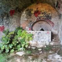 Vandali sui monumenti: non solo la cattedrale di Trani, anche una fontana