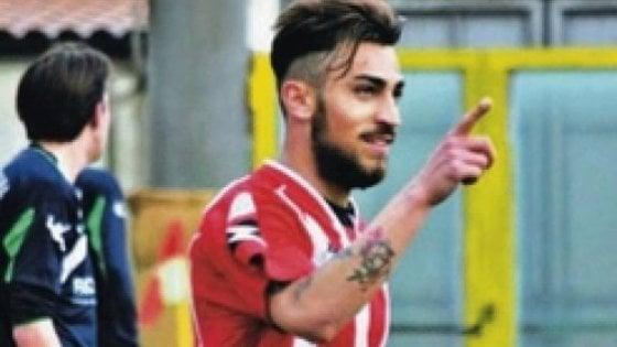 Calcio, il Bari travolgente a Locri: tre gol e primato da record. Tifoso cade dagli spalti: è grave