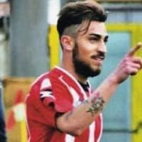Calcio, il Bari travolgente a Locri: tre gol e primato da record. Tifoso