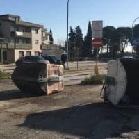 Foggia, strade bloccate con i cassonetti: la protesta a Borgo Mezzanone