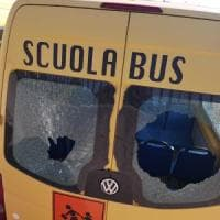 Scuolabus distrutti dai vandali, a Massafra i bambini saltano le lezioni: