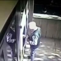 Bari, si fingeva geometra del Comune per truffare gli anziani: arrestato