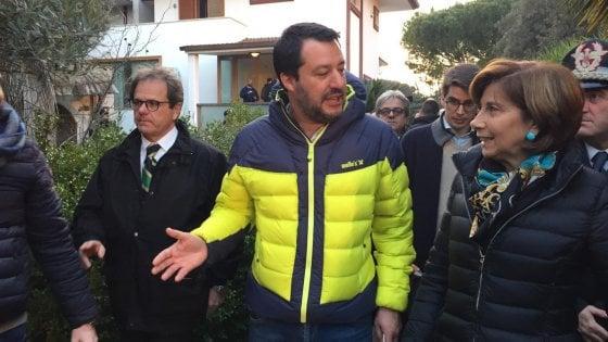 """Salvini a Bari mette in vendita villa confiscata alla mafia. E sui migranti: """"Qui non sbarca più nessuno"""""""