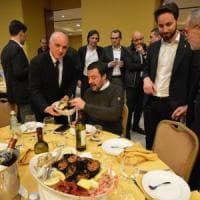 La Bari che vota Lega a tavola con Salvini: 350 manager e prof pagano 80