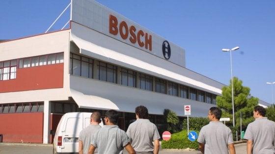 """Lavoro, a Bari allarme tra gli operai della Bosch: """"A rischio per la crisi del diesel"""""""