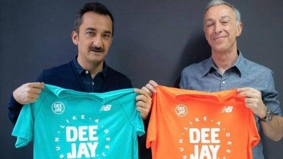 Deejay Ten a Bari, Linus presenta la maglia ufficiale: iscrizioni fino al 7 marzo