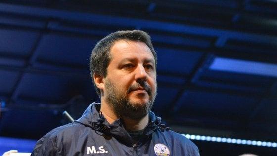 Bari, Salvini al comizio con l'imprenditore che uccise rapinatore: i genitori della vittima querelano il ministro
