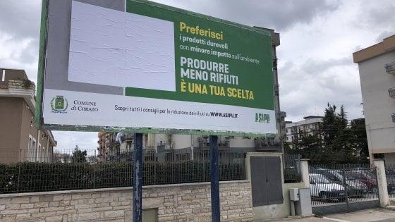 """""""Libri come rifiuti"""", dietrofront a Corato: coperti i manifesti di"""