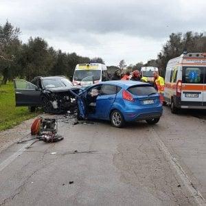 Brindisi, tre vittime in uno scontro frontale: muoiono una 40enne e una coppia di coniugi