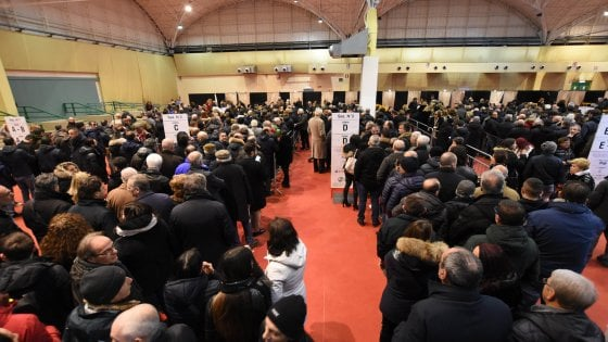 Bari, code e 'pullman per i seggi' alle primarie del centrodestra: alle 19 superati gli 11mila votanti