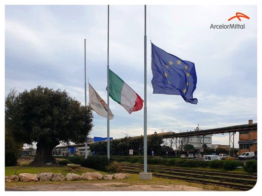 Ex Ilva, a Taranto bandiere a mezz'asta per i bambini morti di tumore