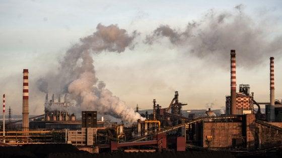 """'Arcelor Mittal produce e inquina di più dell'Ilva commissariata': l'ira di Taranto: """"Di Maio promise il contrario"""""""