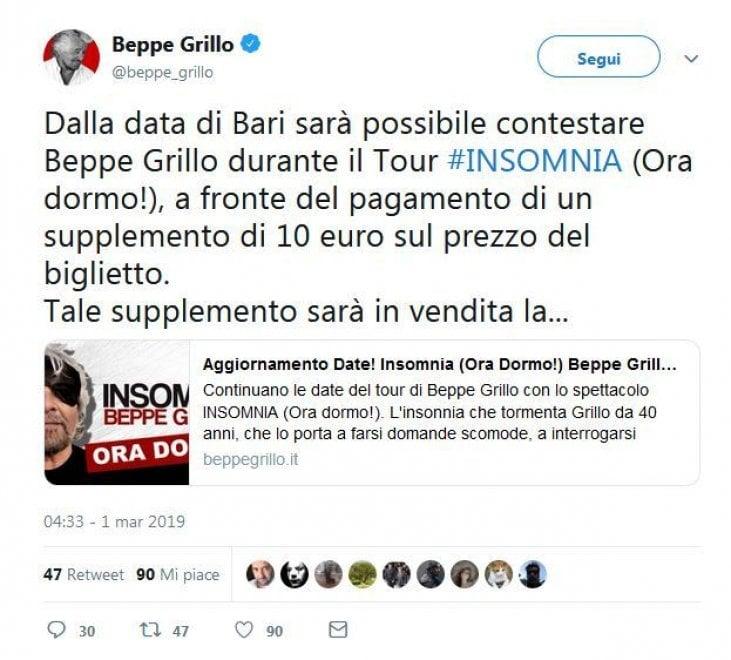 """Tweet di Beppe Grillo: """"Per contestarmi agli spettacoli supplemento di 10 euro"""""""